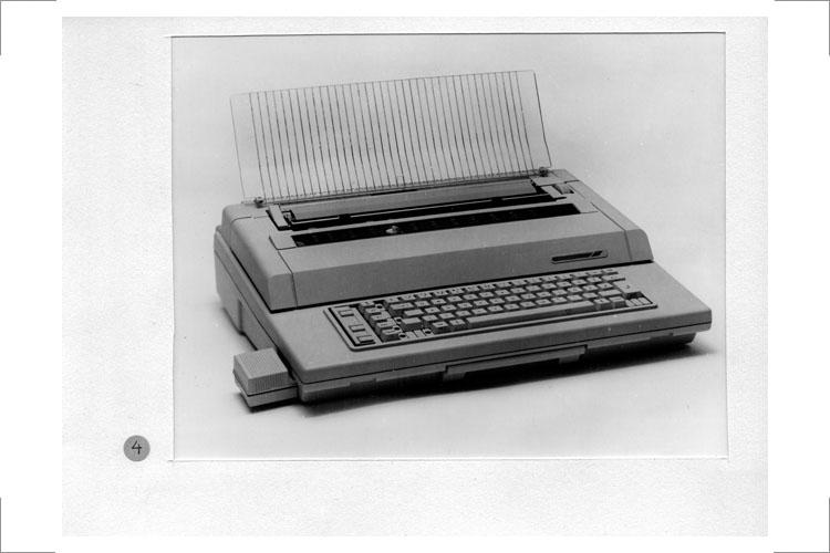 Elektronische Schreibmaschine S 6006, 1986, Portable, semiprofessionell, Weiterentwicklung von erika 6005 mit Speichermodul