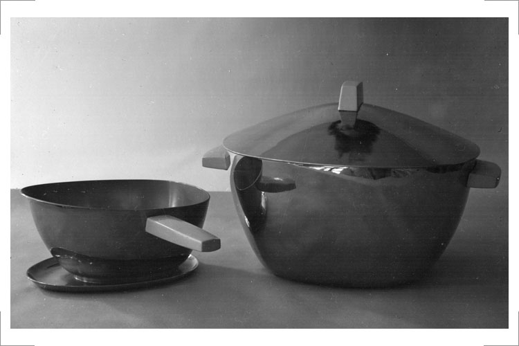 05 Günter Reißmann, Tafelservice, Messing, vernickelt – für Edelstahl, Diplomarbeit 1957 (Foto: Registrier-Nr. IV 10 299)