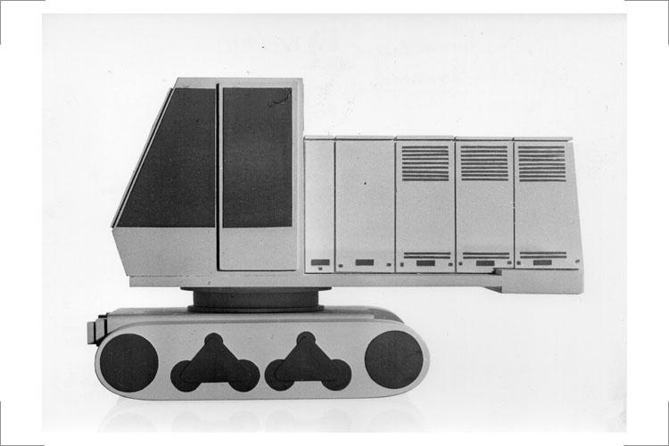 16 Universalbagger UB 80, 1966, Auftraggeber und Hersteller: VEB Schwermaschinenbau Nobas Nordhausen. Gipsmodelle, Gestalter: Günter Reißmann, Horst Giese (Foto: Ng.-Nr. 6 10516, Zentralinstitut für Formgestaltung – Dokumentation, G. Eckelt)